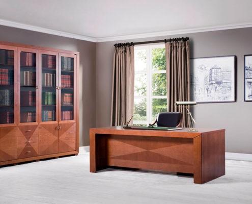 Klasyczne dębowe biurko do gabinetu prawnika