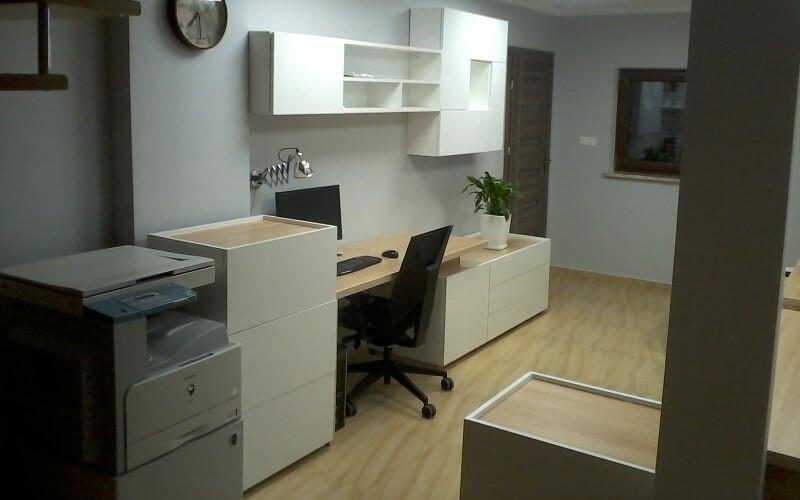 Zabudowa biura