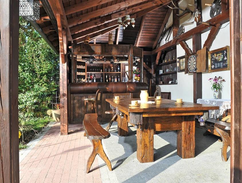 Stół do bilarda jak ze stuletniego drewna