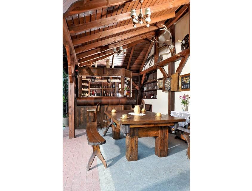 Stół do bilarda w stylu country
