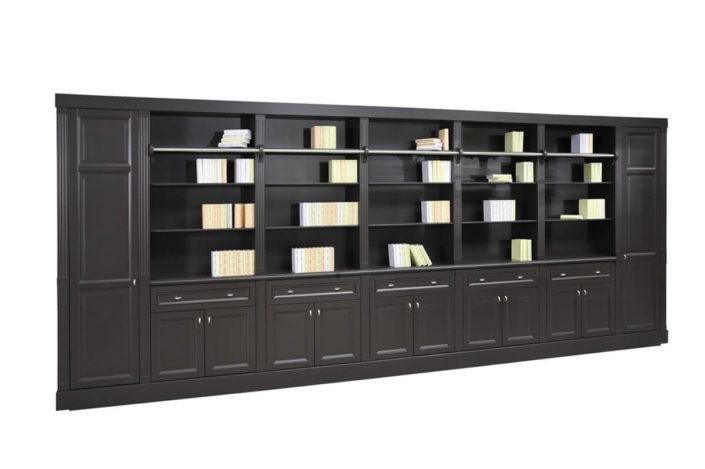 Klasyczna biblioteka z drabinką