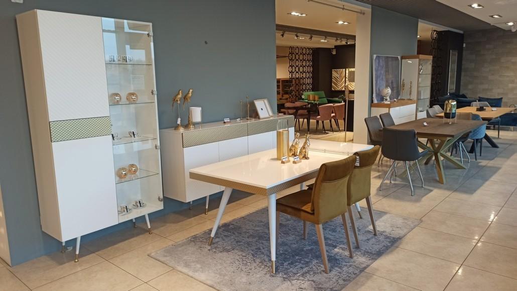 Stół, komoda, witryna