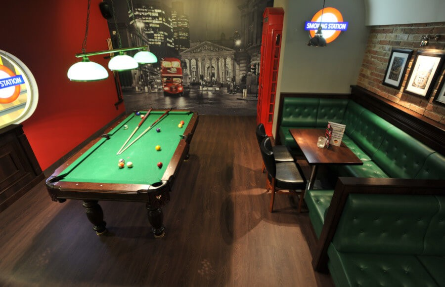 Drewniane meble do baru i pubu
